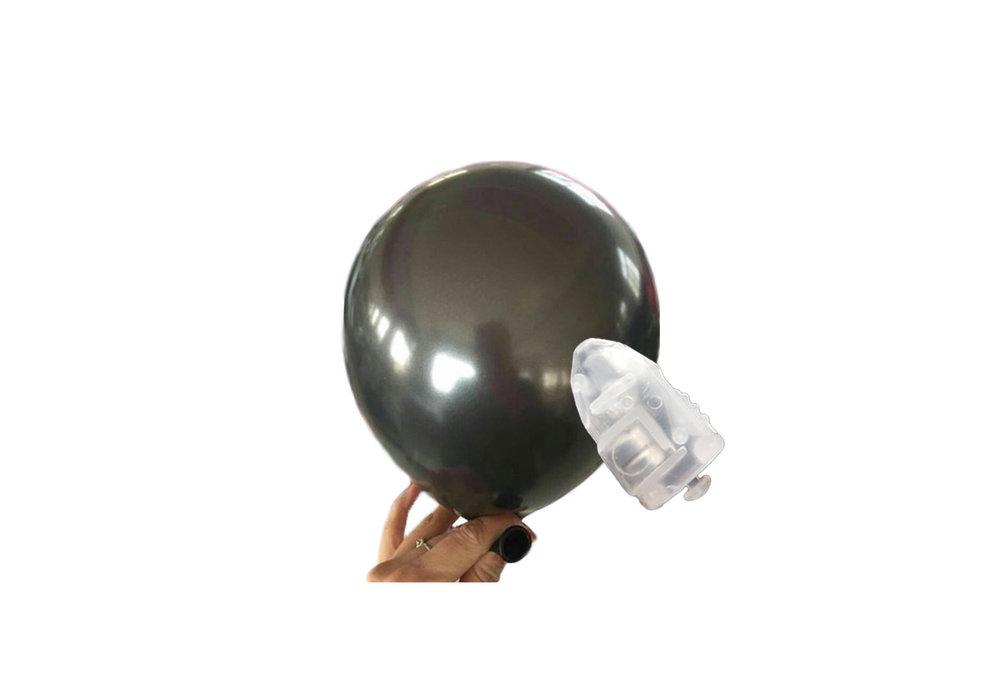 5 stuks ledverlichte Zwarte parelmoer metallic ballonnen 30 cm met losse LED-lampjes