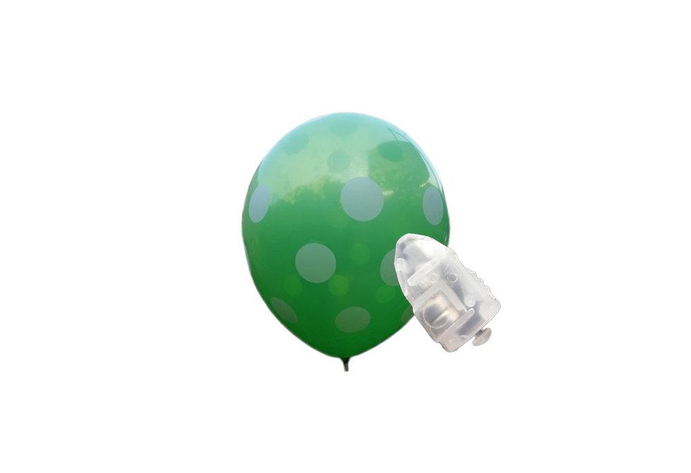 5 stuks ledverlichte Groene ballonnen met witte stippen 30 cm met losse LED-lampjes