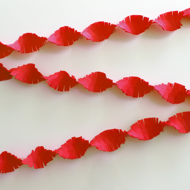 Crepe Garland 24m - Flameproof - red