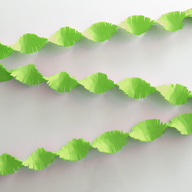 Crepe Garland 24m - Flameproof - apple green