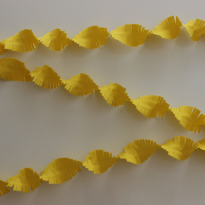 Crepe Garland 24m - Flameproof - yellow